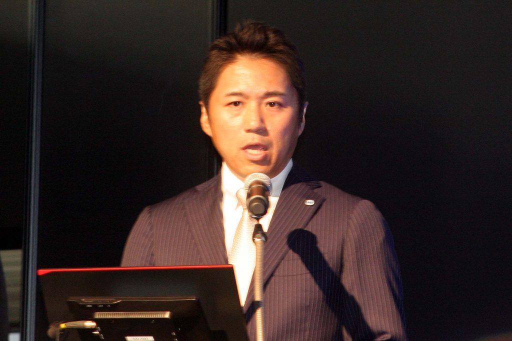 冒頭で企業概要と経営方針を説明する長谷川哲也代表取締役